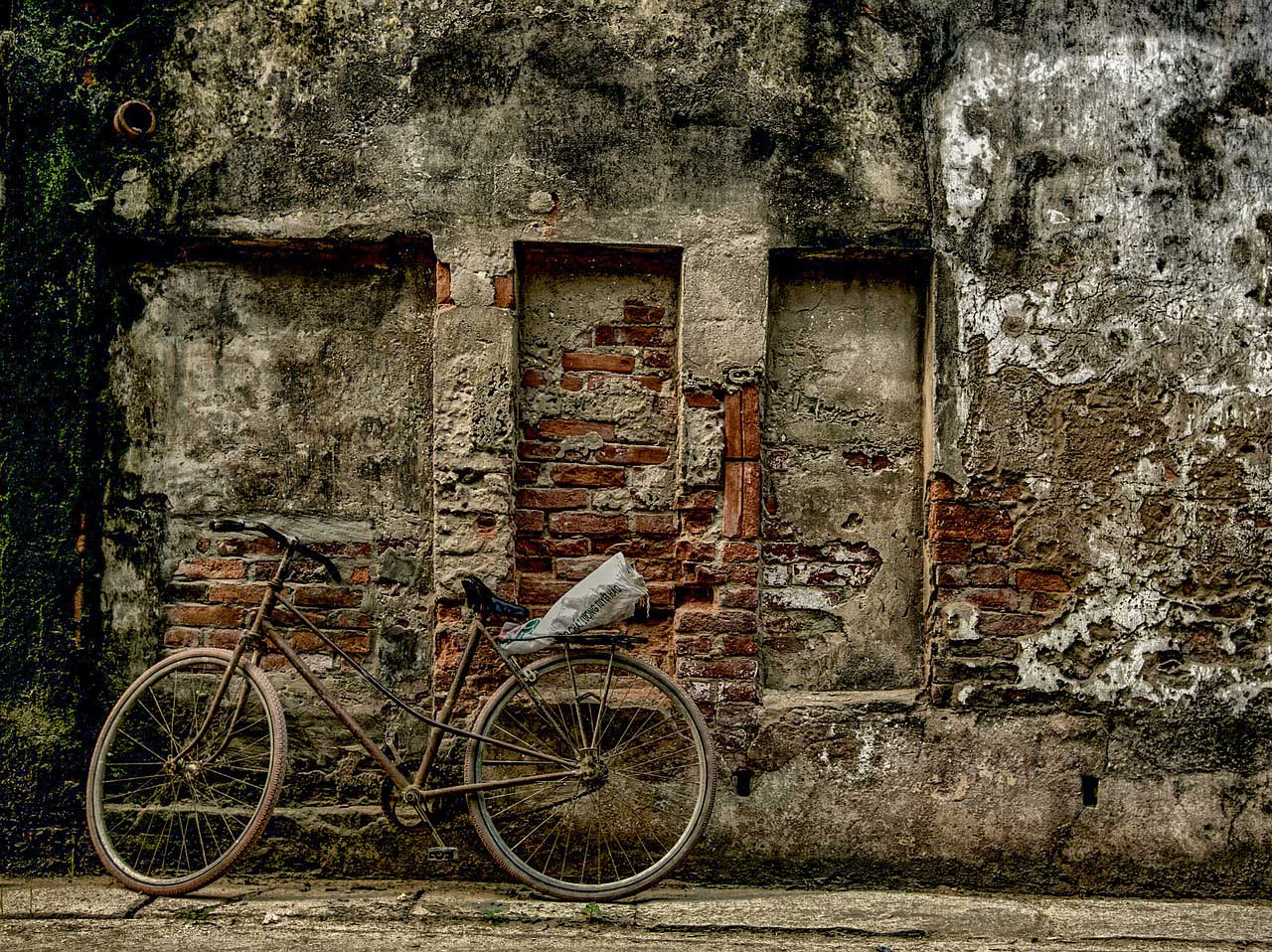 bike wall vietnam