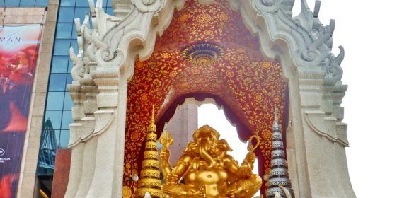 4 Stunning Shrines and Spirit Houses in Thailand That You Shouldn't Miss